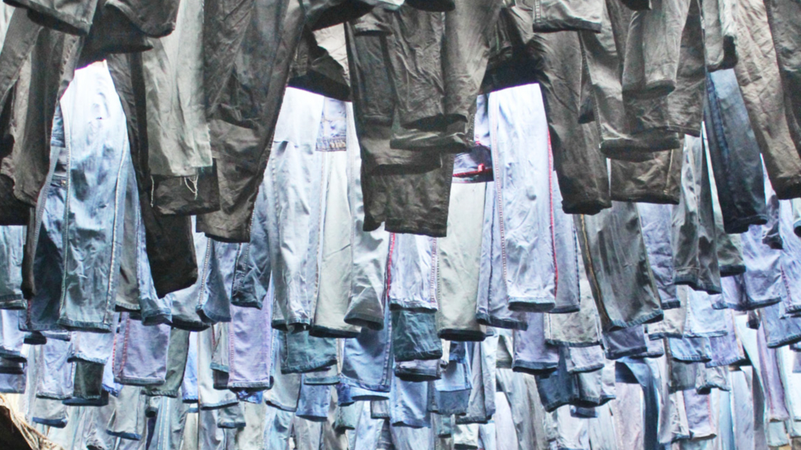 actie: Knip vodden uit kapotte kledij